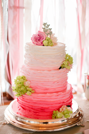 An Extremely New Trend Is The U201cnaked Wedding Cake.u201d These Are Typically  Stacked Cakes Without Icing Covering Them. Very Unusual U0026 Totally Austin!